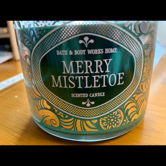 NEW Bath and Body Works triple wick jar candle in Merry Mistletoe scent